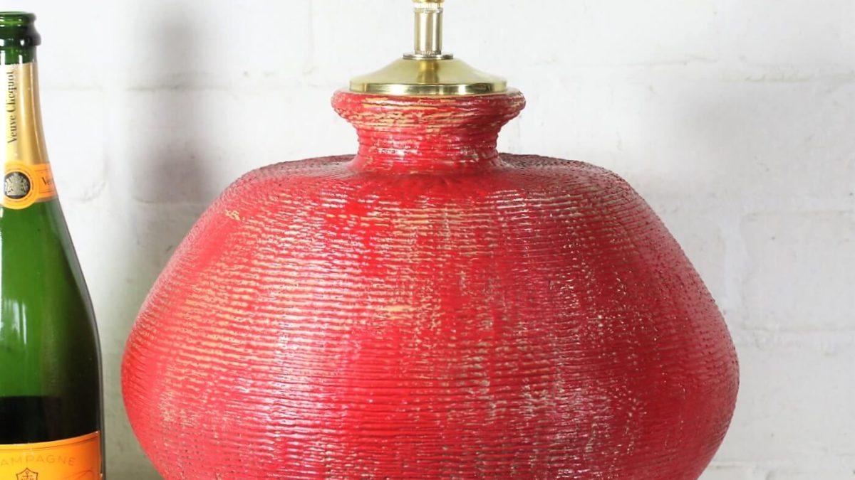 Reviving a forgotten ceramic table lamp using Annie Sloan paints.